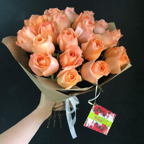 25 однотонных роз