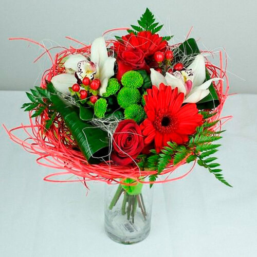 2 розы, 2 герберы, 1 хризантема, 2 ветки гиперикума, 2 орхидеи