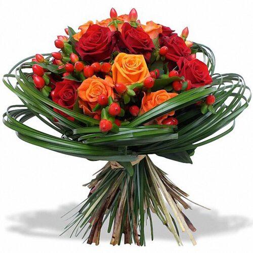 15 роз, 10 веток гиперикума, берграс