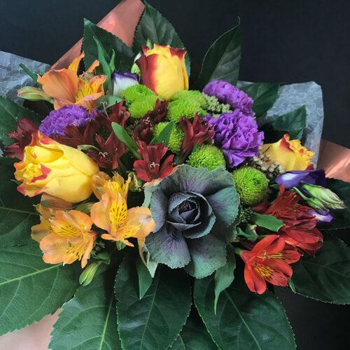 3 розы, 1 брасика, 3 гводики, 2 кустовые хризантемы, 5 альстромерий, зелень