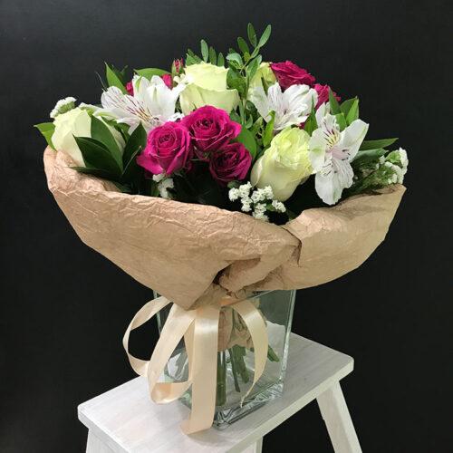 5роз, 3 кустовые розы, 4 альстромерии, зелень