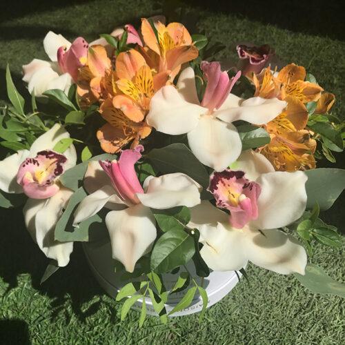 7 орхидей, 3 альстомерии, зелень