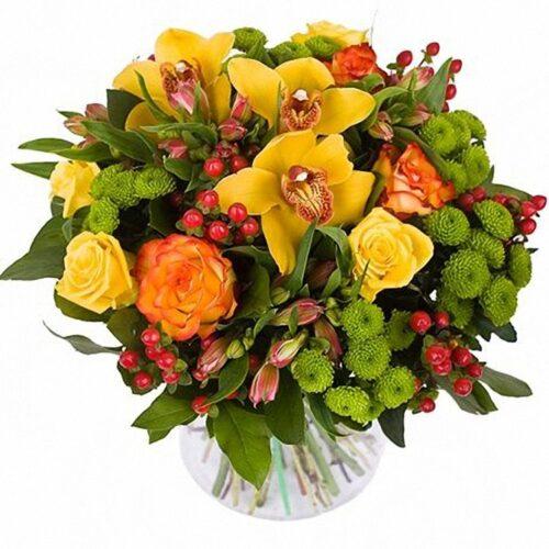 7 роз, 3 орхидеи, 5 хризантем,3 альстромерии, 5 веток гиперикума, зелень